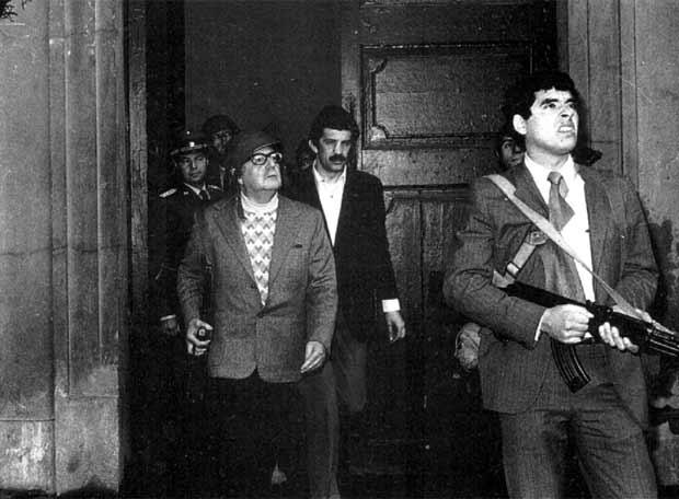 vor dem Präsidentenpalast während des Militärputsches 1973